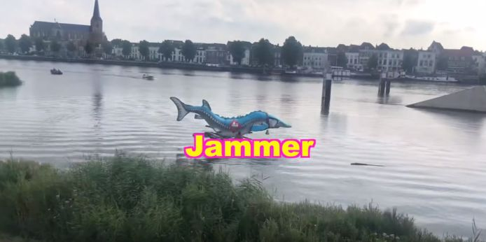 De steur in de IJssel bij Kampen werd becommentarieerd door internetfenomeen Kakhiel.