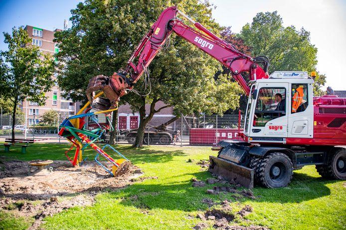 In augustus werd een vijftig jaar oude zweefmolen verwijderd uit speeltuin Oranjekwartier.