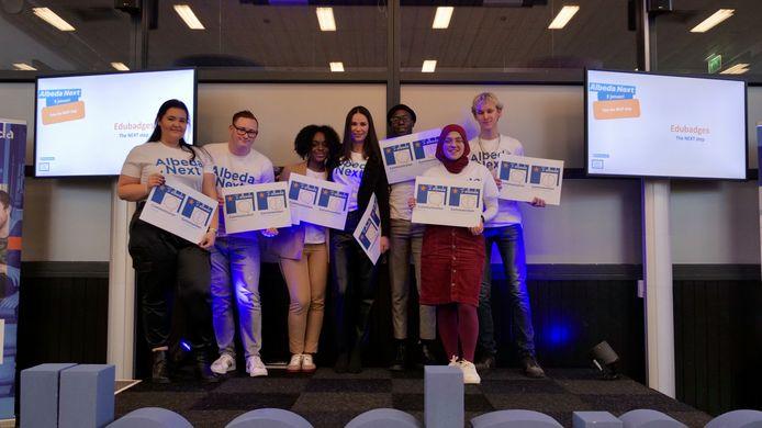 De eerste studenten van Albeda hebben hun 'edubadges', een soort digitale certificaten, binnen.
