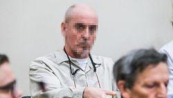 """""""Ik heb haar met een fietsslot gewurgd en ik heb haar verrot geslagen"""": rechtszaal krijgt gruwelijke beelden van slachtoffer Renaud Hardy te zien, maar zelf geeft hij geen kik"""