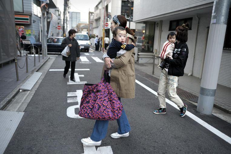 'Ik hou niet zo van metropolen, maar in Tokio heb ik altijd het gevoel dat ik door een dorpje loop.' Beeld Joost van den Broek