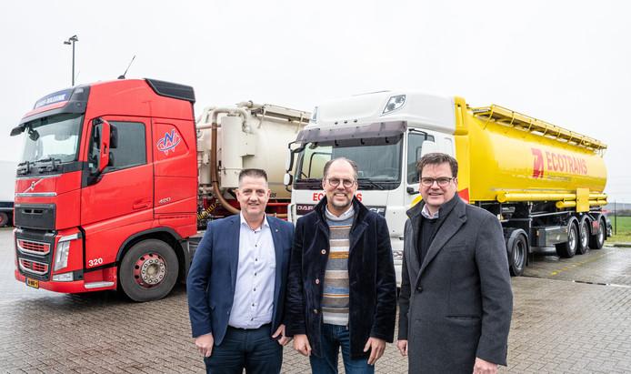 Marin Schoemaker (managing director Nijhof-Wassink), Roel den Hollander (directeur Ecotrans) en Erik Schiphorst (ceo Nijhof-Wassink).