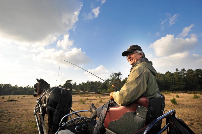 John Berends trekt er geregeld met zijn Friese paard Wiebe op uit. ,,Het is een mooi moment voor zelfreflectie.'' Foto Maarten Sprangh (2014)