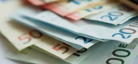 Vinders leveren ruim duizend euro van 'strooiende verwarde man' in