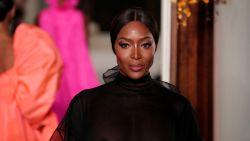 Naomi Campbell uit de kleren voor Vogue