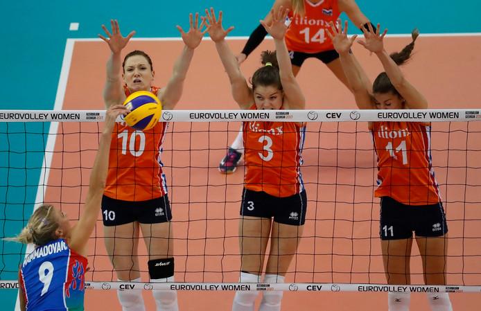 Lonneke Sloetjes, Femke Stoltenborg (midden) en Anne Buijs.