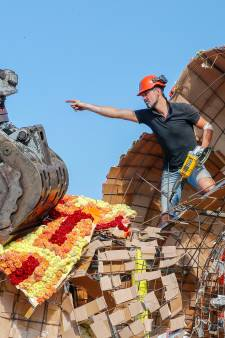 Tweehonderd slopers ontmantelen wagens van bloemencorso Valkenswaard