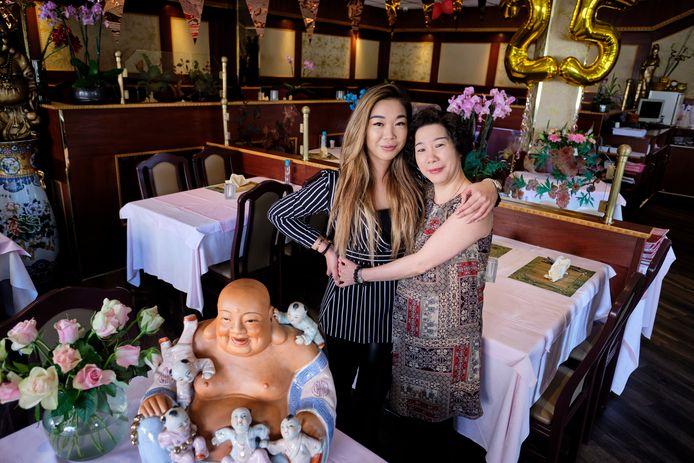 Angeliqqe Chang samen met haar moeder Anja (niemand kent haar Chinese naam) van Woo Ping.