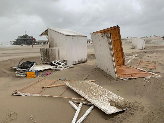 Storm Odette heeft in Blankenberge enkele strandcabines vernield.