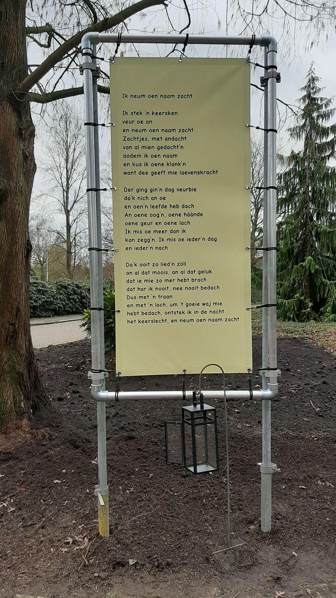 Gedichten bij de entree van begraafplaats 't Groenedael in Almelo.
