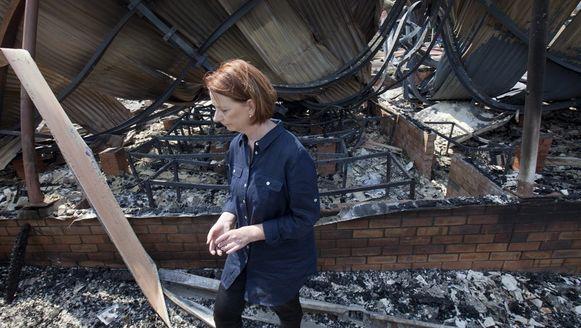Premier Julia Gillard bezoekt het getroffen stadje Dunally op Tasmanië