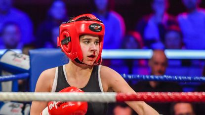 Laura Tesoro krijgt rake klappen in 'Boxing Stars'