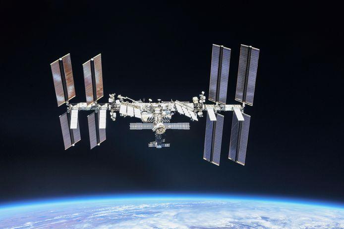 Al twintig jaar draait het bemande ruimtelaboratorium rondjes om de aarde.