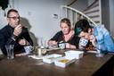 De jury: Christian Boomker (45) Nog een professionele kok en voormalig snertkampioen. Karin Hoeksema (35) Wereldkampioen van de stamppotdiscipline op het laatste WK. Ineke Hoeksema (36) Kok en deelnemer WK Snert- en Stamppotkoken. Won tweemaal de soepstrijd.
