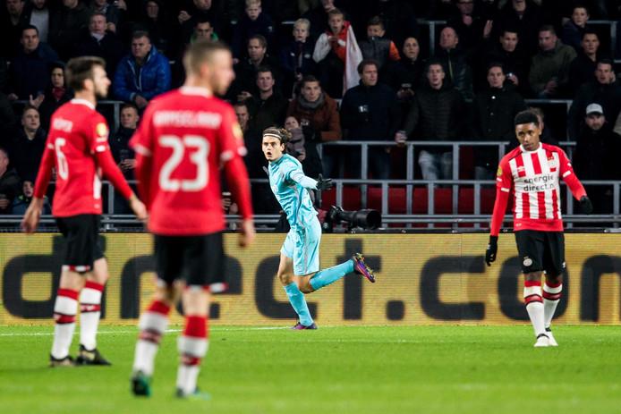 PSV verloor vorig jaar tegen FC Twente voor het laatst punten in eigen huis: Enes Ünal scoort hier de goal voor FC Twente, dat met een 1-1 naar Enschede terugging.