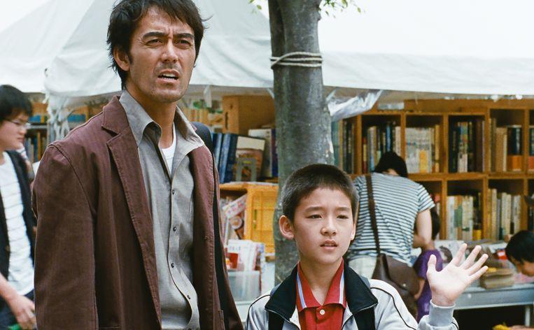 Pijnlijke inzichten in 'After the storm': de zoon had liever een andere vader gehad, maar dit is de man met wie hij het moet doen. Beeld RV