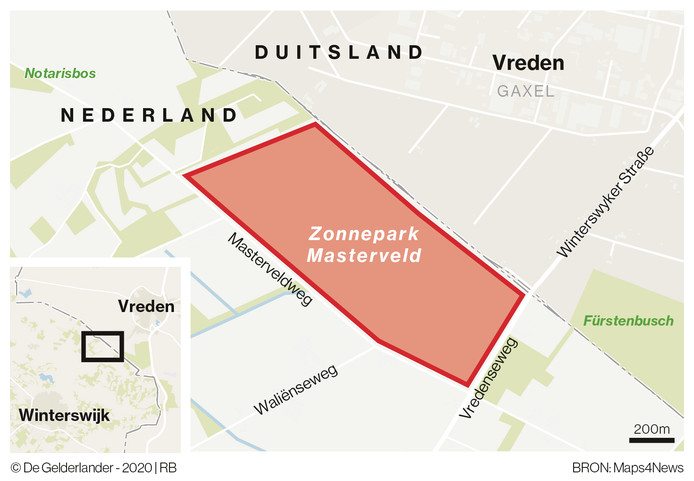 Het zonnepark komt direct langs de grens met Duitsland te liggen.
