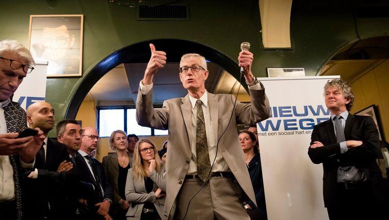 Lijsttrekker Alfred Oosenbrug (midden) en Jacques Monasch (rechts) tijdens de bekendmaking van de kandidatenlijst van de nieuwe partij Nieuwe Wegen. Beeld anp