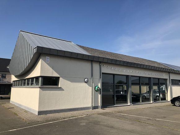 Een onderbenutte vleugel van het jeugdontmoetingscentrum wordt gerenoveerd en zal het lokaal dienstencentrum onderdak bieden.