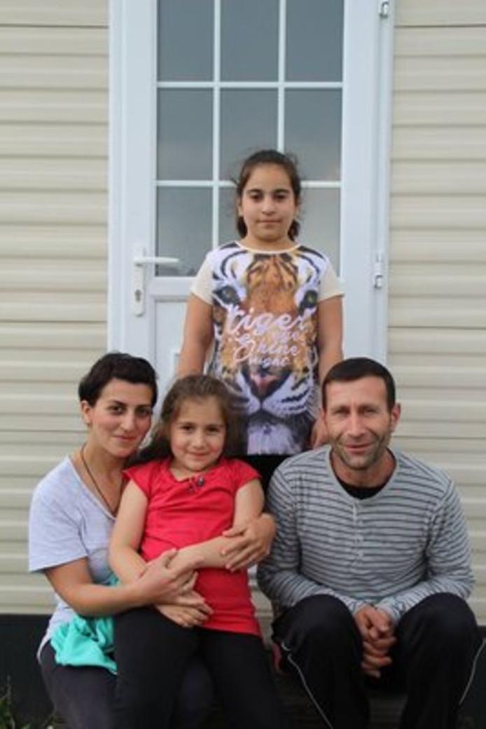 Kwantsa (11) en Viktoria (7), meisjes met een Georgisch-Jezidische achtergrond, moeten na 7 jaar verblijf in Nederland, wellicht terug naar Georgië.