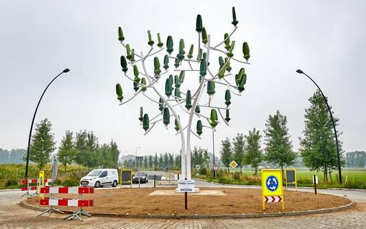 De windboom op rotonde Hulsakker- Kaverdonk Heeswijk Dinther. Mogelijk komt er in Veghel, Schijndel of Sint-Oedenrode ook zo'n windboom. Meierijstad gaat de haalbaarheid ervan onderzoeken.