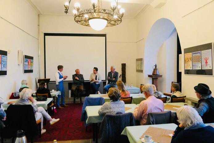 Vlnr Hildo van Engen, Henk Willems, Barbara Brouwer en Aart-Jan Gorter in debat.