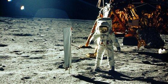De maanlanding zoals u ze nooit eerder zag en hoorde: NASA geeft tienduizenden fragmenten vrij