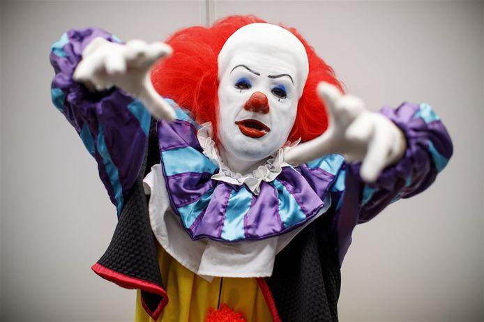 Een man heeft zich verkleed als Pennywise the Clown. Het karakter uit de de film It van Stephen King. Foto ter illustratie, dit is niet de clown die in Arnhem is gesignaleerd.