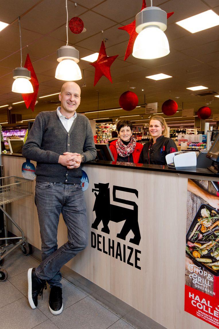 """In de AD Delhaize in Willebroek zet zaakvoerder Frédéric Van Hoecke al twee jaar volop in op klantvriendelijkheid. """"Daarvoor hebben al onze werknemers een opleiding moeten volgen."""""""