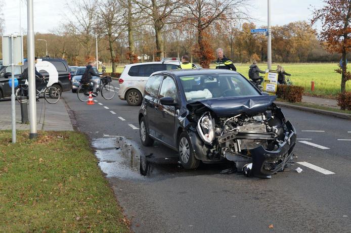 De beschadigde auto in Vorden.