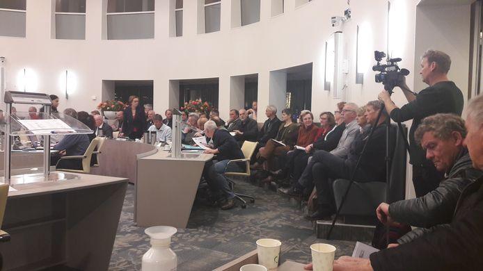 De publieke tribune zat bomvol tijdens de behandeling van het raadsvoorstel over Kemper Kip.