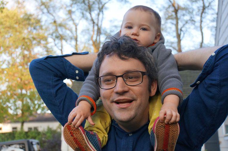 Jayson Greene met zijn dochter Greta Beeld
