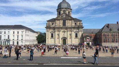 Kleine 500 mensen op Sint-Pietersplein in Gent voor 'verboden' betoging: stad en politie laten begaan