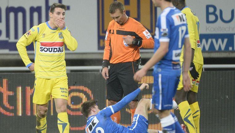 Jordan Mustoe mocht tegen AA Gent al na een kwartier gaan douchen.