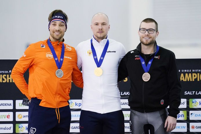 Kjeld Nuis moet op de 1000 meter in Pavel Koelizjnikov zijn meerder erkennen.