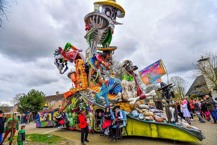 De wagen van BC De Spie - Stil(l) levend over het Mexicaanse dodenfeest.