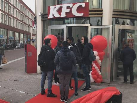 Het wachten is voorbij voor fans van KFC: de eerste vestiging in Dordrecht is geopend