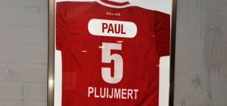Dordtse voetbalclubs betuigen steun aan nabestaanden Paul Pluijmert