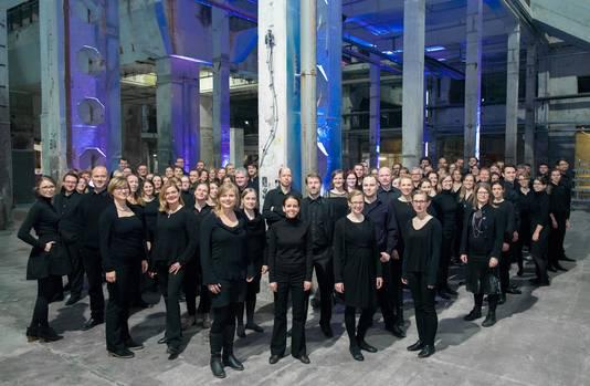 Het Berlijnse koor Cantus Domus dat samen met Symfonieorkest Nijmegen het voorjaarsconcert op de bühne brengt.