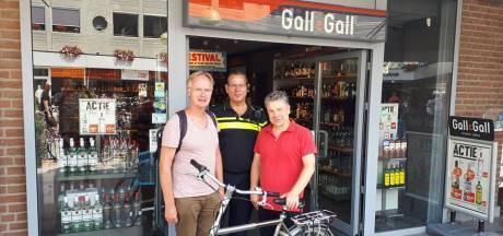 Priester Overasselt heeft zijn gestolen fiets terug dankzij alerte slijter