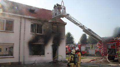 Stak echtgenoot woning in brand na echtelijke ruzie? Vrouw en kinderen kunnen ontkomen, verdachte zwaargewond