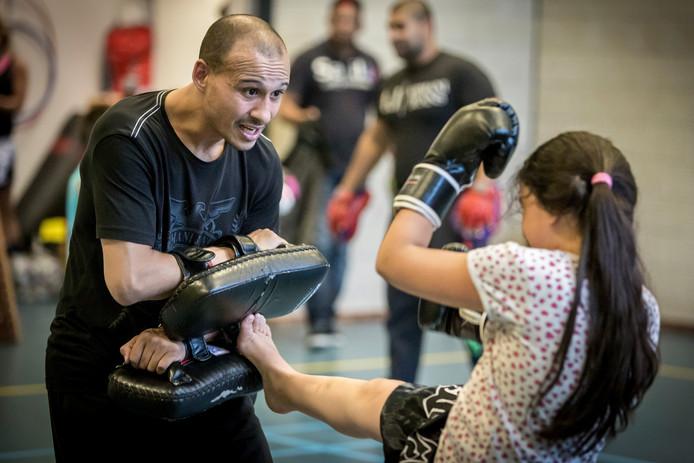 Youssef Noudri geeft al 10 jaar kickbokslessen in Hambaken Gym.