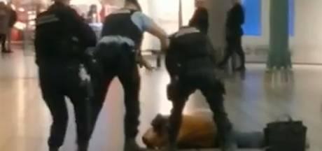 Paniek op Schiphol: man zwaait met mes en roept dat hij 'iets in tas' heeft