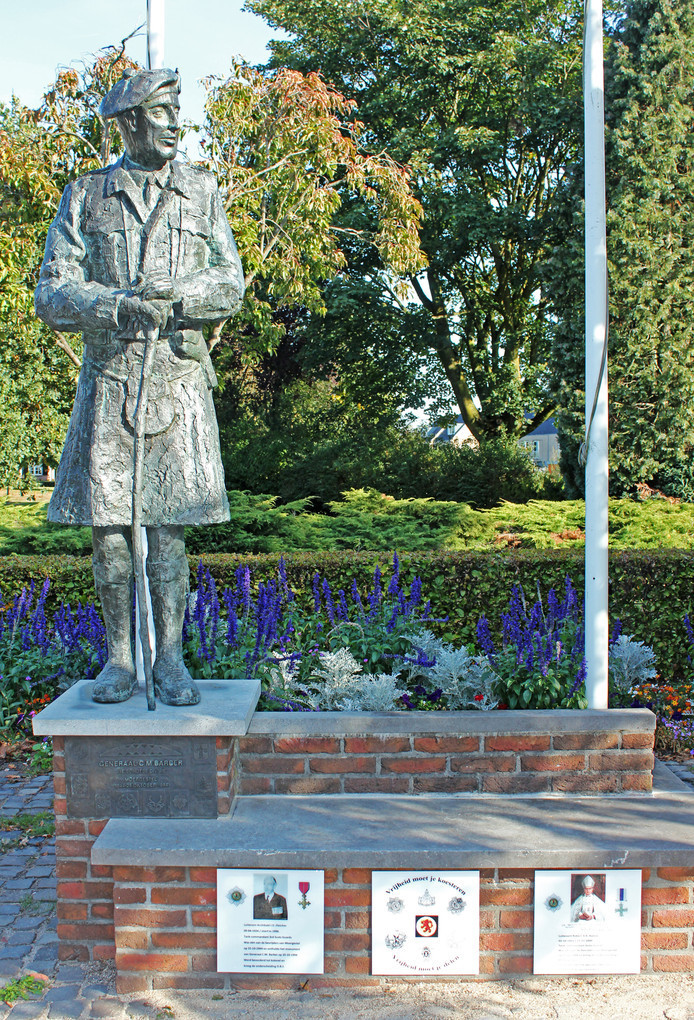 Het monument van generaal Barber, Schotse bevrijder van Moergestel, staat vlakbij de brug over de Reusel