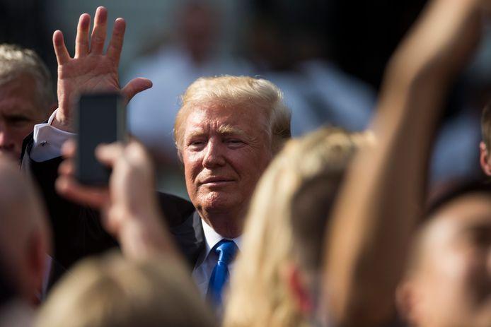 President Trump plant een speech vanaf de trappen van het Lincoln-monument.