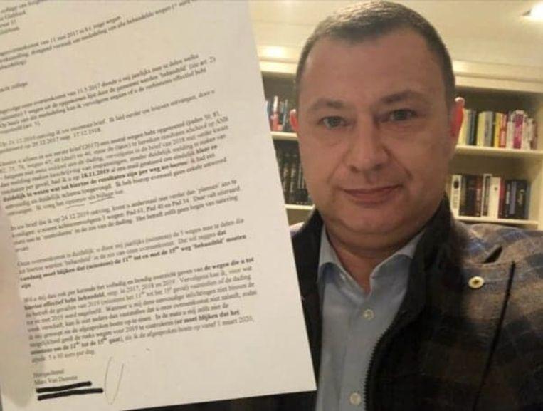 Reekmans toont de brief die hij van Marc Van Damme kreeg