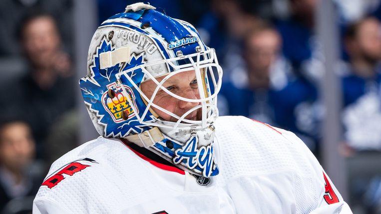 Bij gebrek aan keepershelmen kreeg Ayres een helm op van de Toronto Maple Leafs (de tegenstander).  De Hurricanes hadden wel nog een trui op overschot voor de ijsdweiler die plots het doel moest verdedigen.
