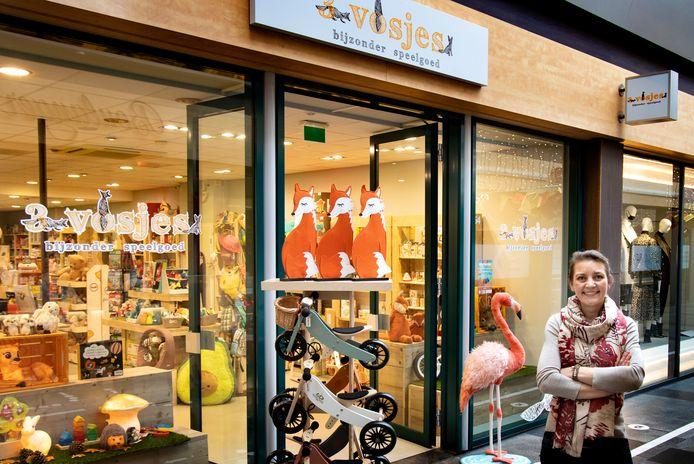 Femke van Os gaat door in de Elzas Passage met haar speelgoedwinkel 3 Vosjes.