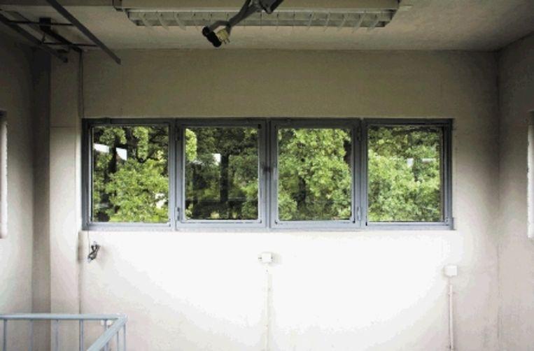 Een blik vanuit de wachttoren. Titel: Observation Room - Berlin. (COPYRIGHTS ANJA DE JONG 2007) Beeld