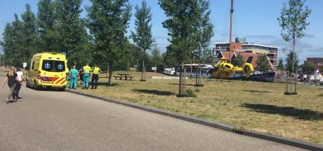 Grote schrik op station Almelo: omstanders zien trein vrouw raken